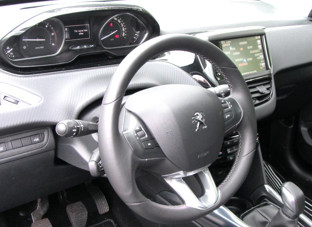 Übersichtlich: Blick ins Cockpit des 2008.