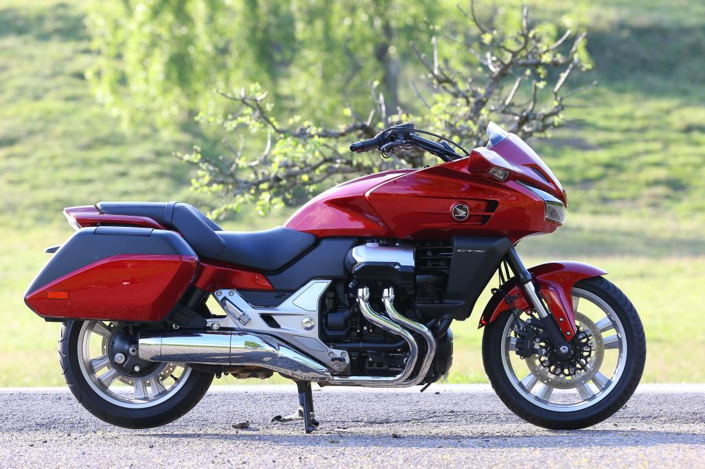 2.380 Millimeter Länge werden nur von wenigen Motorrädern übertroffen, bei nur 1.170 Millimetern Höhe schon gleich gar nicht