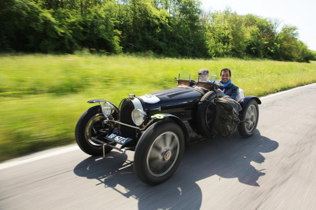 Auch Prominente fahren die Mille Miglia mit: Schauspieler Erol Sander in einem Bugatti T51