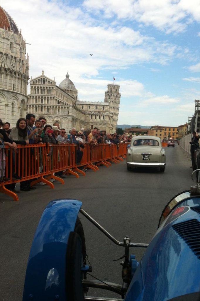 Auch am schiefen Turm von Pisa führte die Mille Miglia vorbei