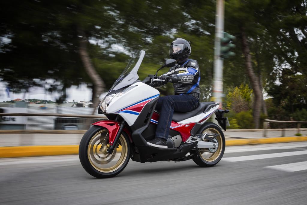Auch wenn er so aussieht: Ein richtiger Roller ist der Honda Integra nicht