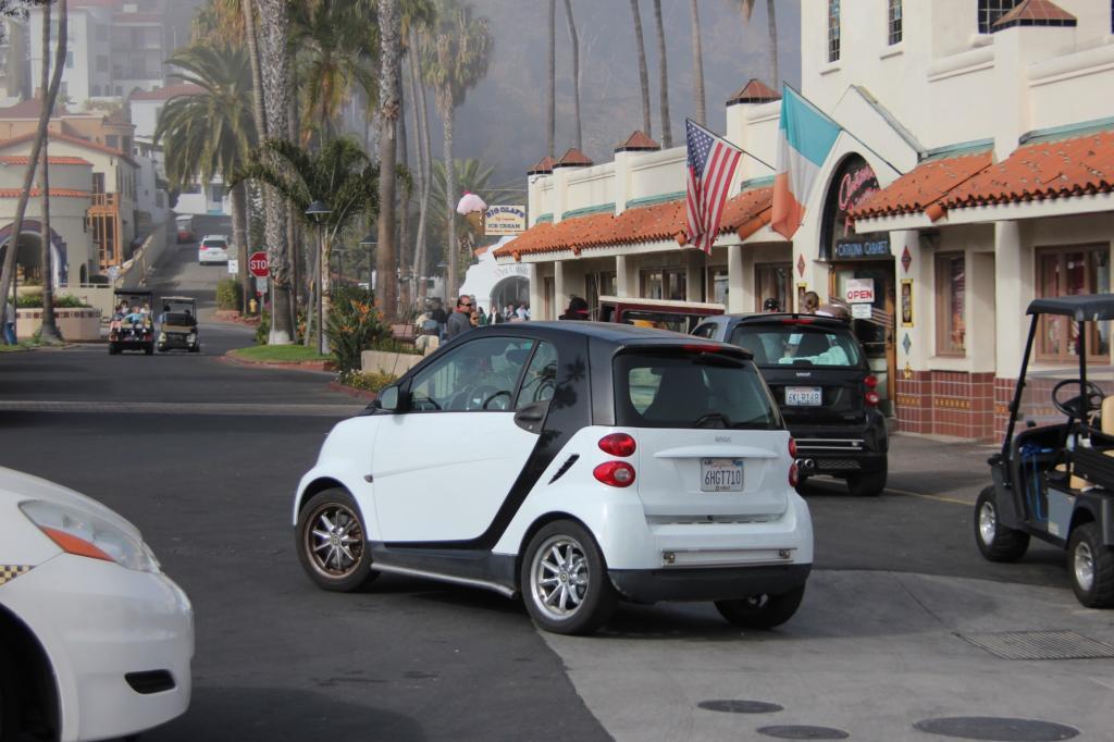 Auf Santa Catalina Island vor der Küste von Los Angeles können die Autos gar nicht klein genug sein. Star auf der Sonneninsel ist der Smart