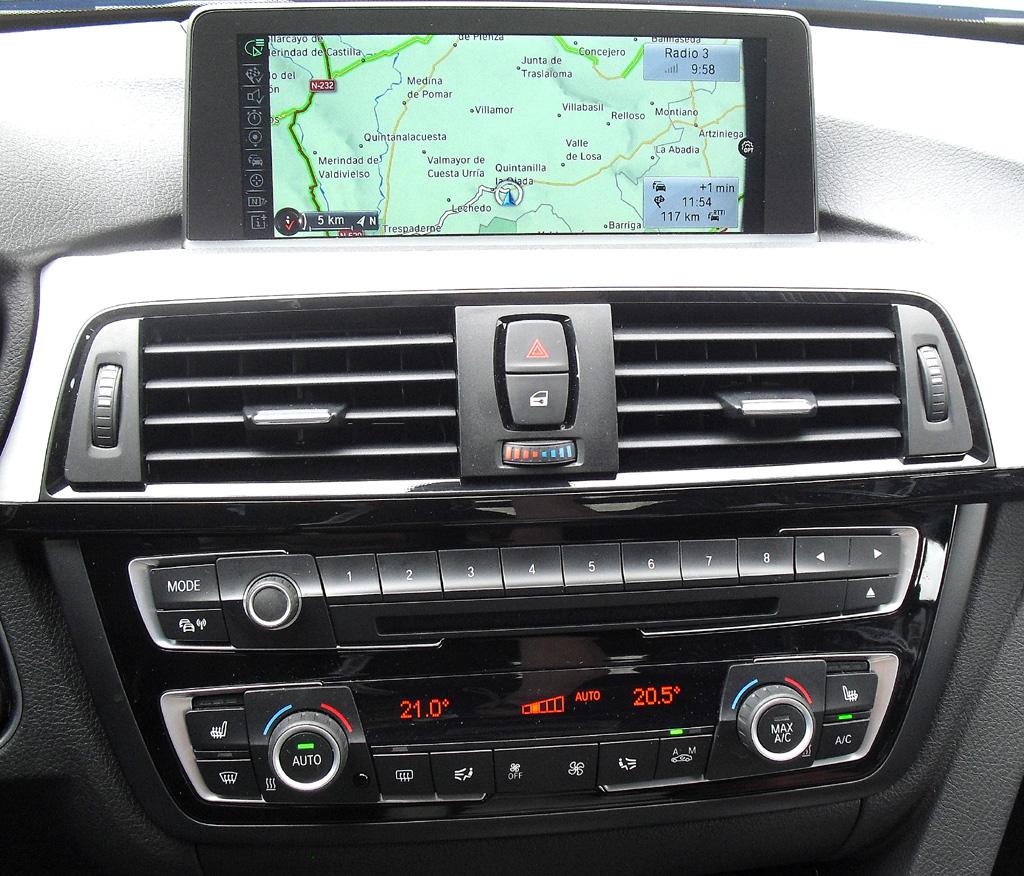BMW 4er Gran Coupé: Blick auf den mittleren Armaturenträger.