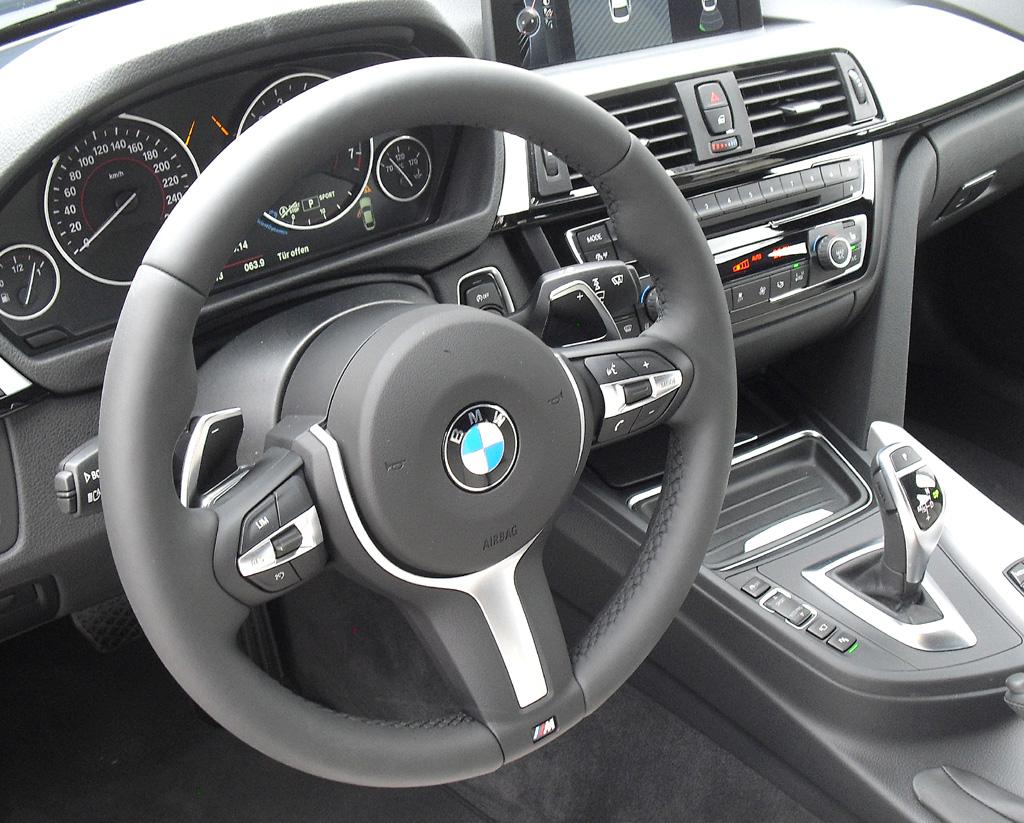 BMW 4er Gran Coupé: Blick ins sportlich-funktionelle Cockpit.