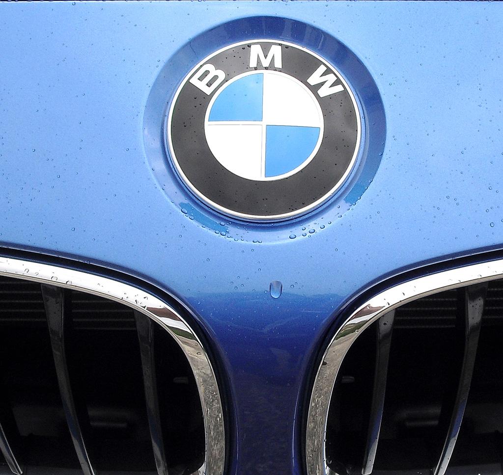 BMW 4er Gran Coupé: Das Markenlogo sitzt vorn über der Doppelniere.