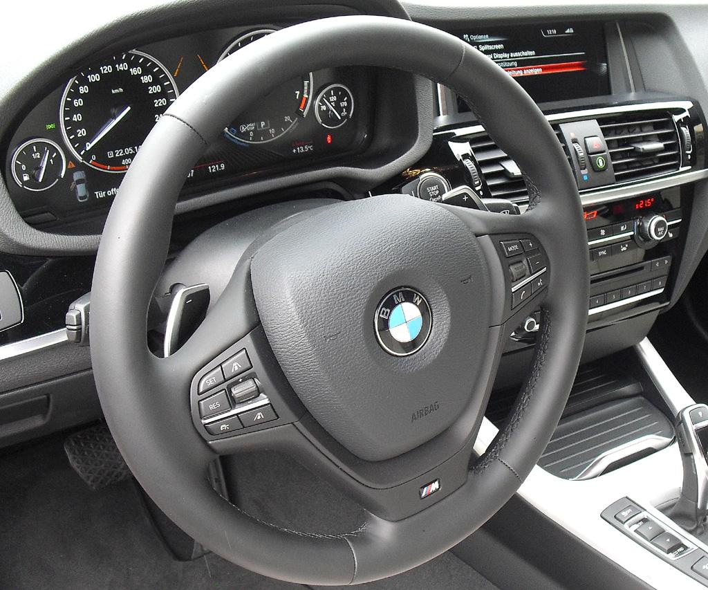 BMW X4: Blick ins sportlich-funktionelle Cockpit.