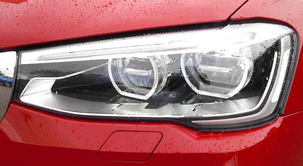 BMW X4: Moderne Xenonleuchteinheit vorn.