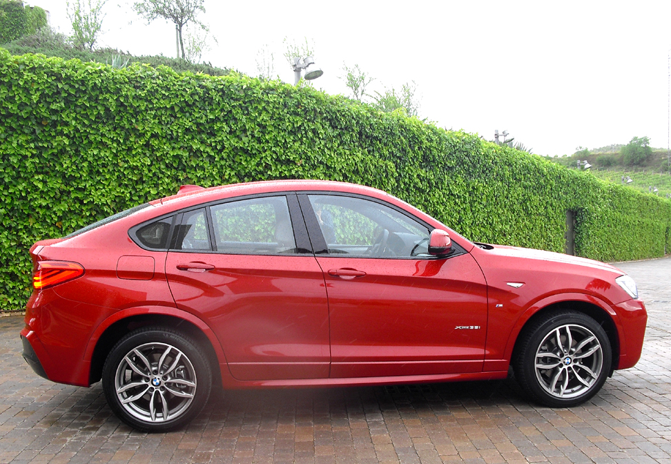 BMW X4: So sieht das Sports Activity Vehicle, wie die Münchner es nennen, von der Seite aus.