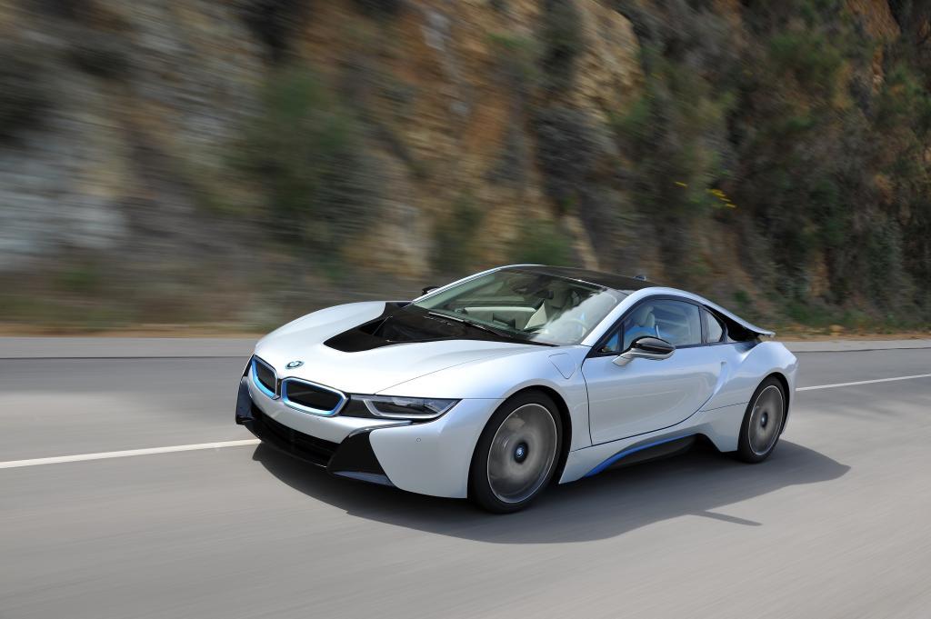 BMW hat für seine Elektrofahrzeuge der i-Baureihe Pionierarbeit auf dem Gebiet der Kohlefaserverarbeitung im Karosseriebau geleistet.