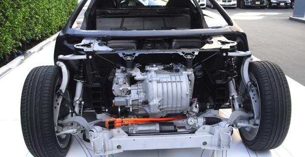 BMW i8: Blick auf die Technik im Vorderwagen.