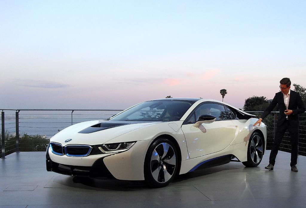 BMW i8: Daniel Mayerle erklärt das Design des neuen Modells.