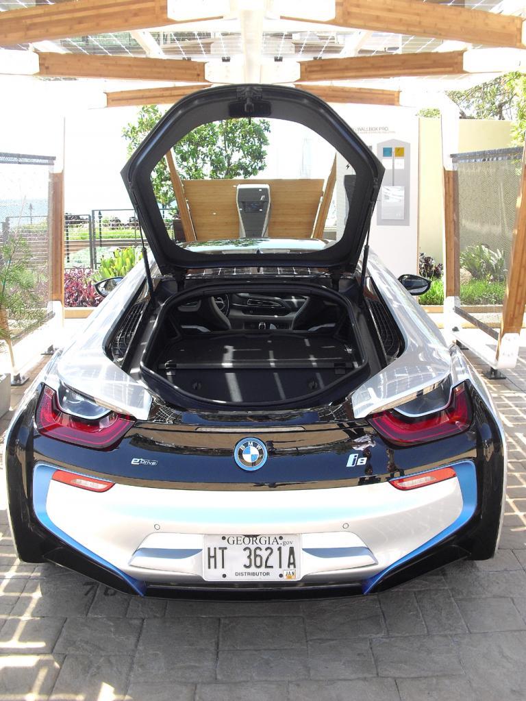 BMW i8: Das kleine Gepäckabteil fasst gerade einmal 154 Liter.