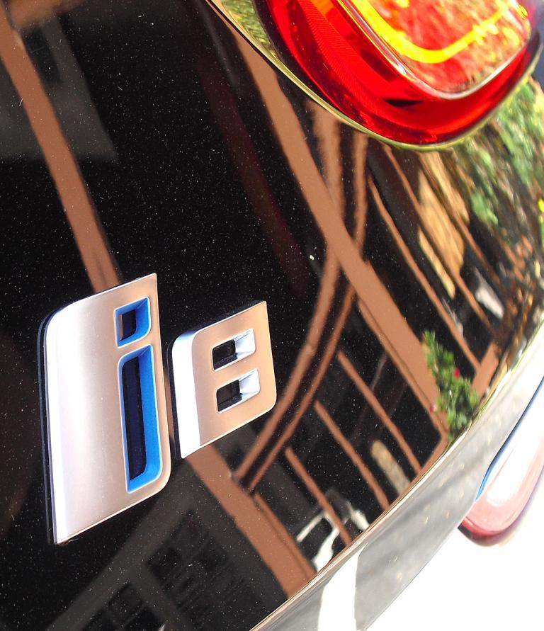 BMW i8: Modellschriftzug am Heck.