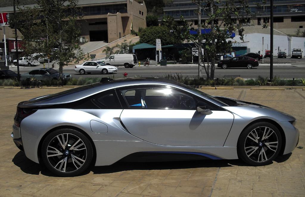 BMW i8: So sieht der Sportwagen von der Seite aus ...