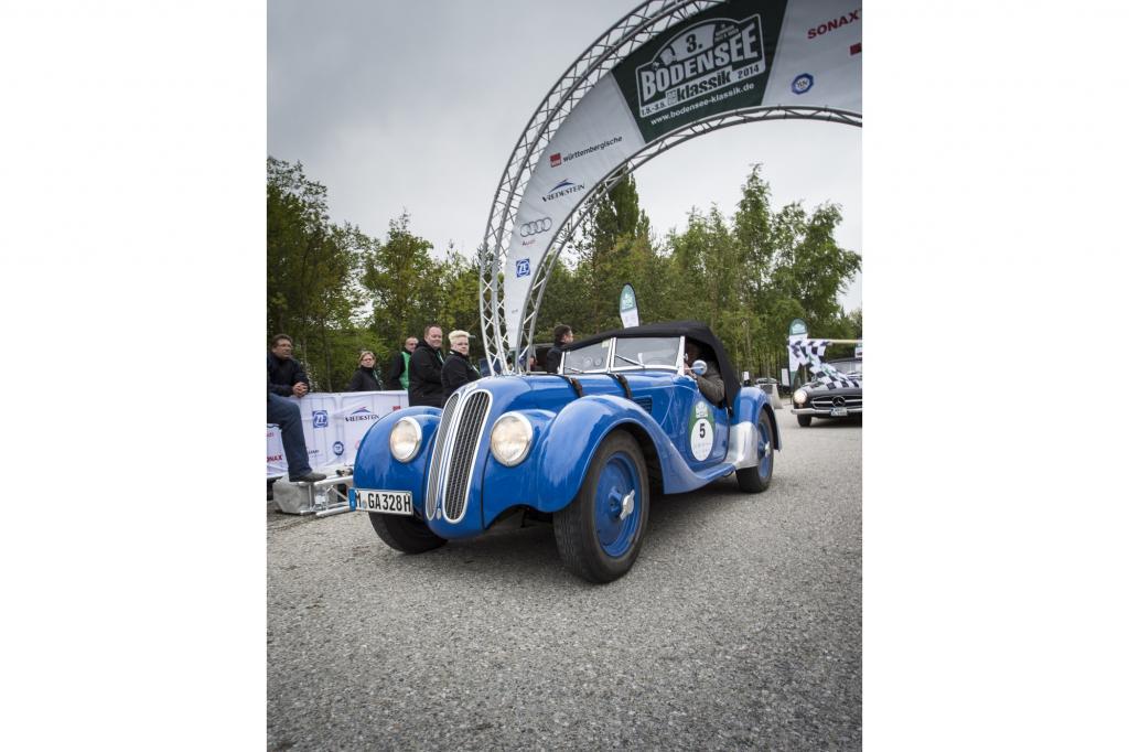 Bei der Bodensee-Klassik 2014 erzielte dieser blaue 328 den Klassensieg bei den Vorkriegsfahrzeugen
