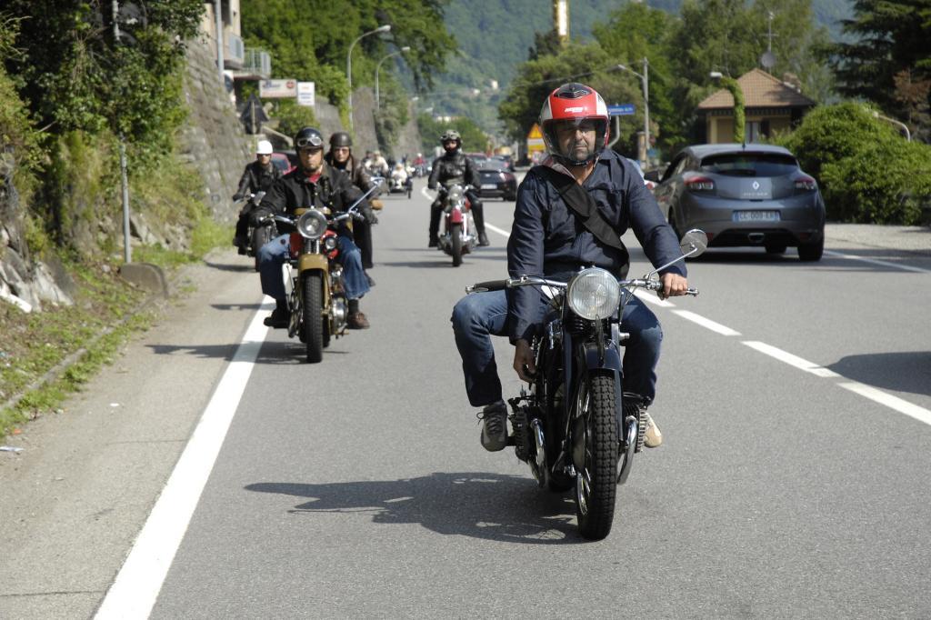 Biker sitzen meisten alleine auf ihrer Maschine, fahren dafür aber gerne in Gruppen.
