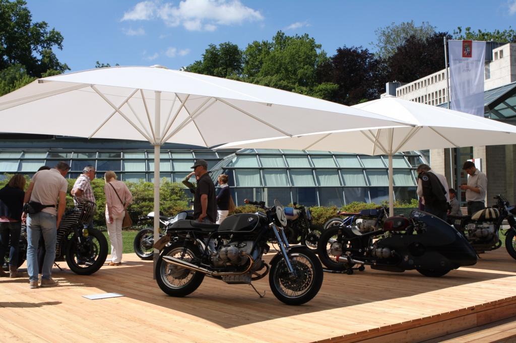 Customizing ist ein starker Trend, eine kleine Sonderschau von BMW-Boxermotorrädern dokumentiert, was sich Privatpersonen und Veredler einfallen lassen