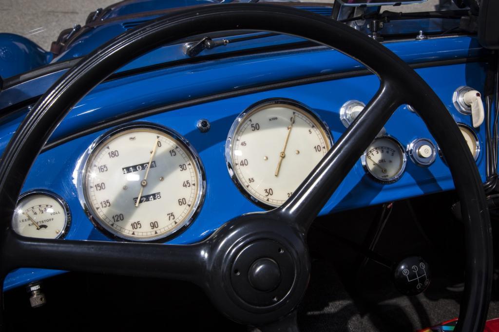 Das Cockpit des BMW 328 Roadster ist übersichtlich