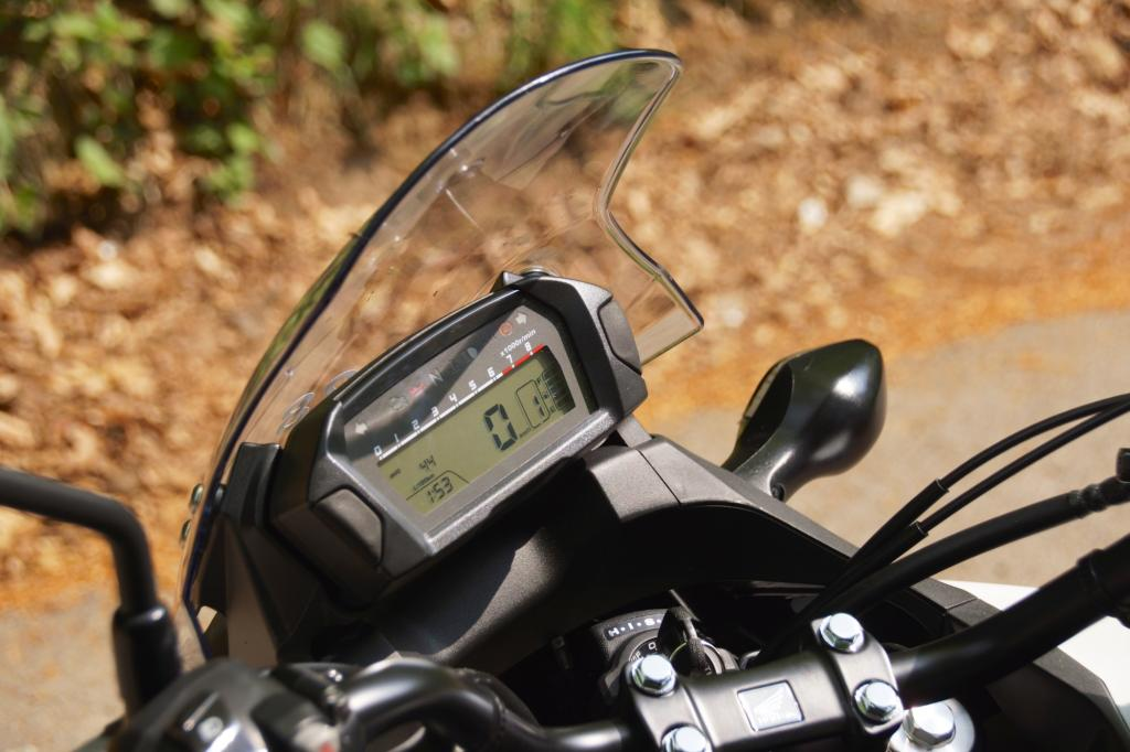Das Windschild ist verstellbar, die Anzeigen der NC 750 X hat Honda überarbeitet.