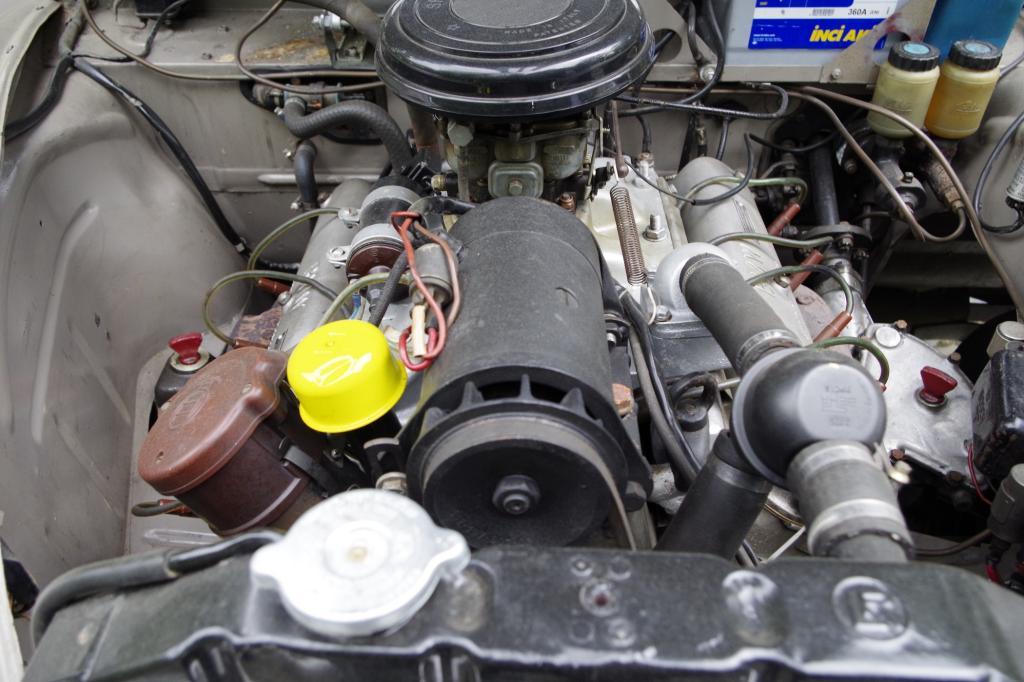 Dass die großen BMW als wahre Komfort-Oasen verstanden werden wollten, demonstriert bereits der leise und seidig laufende Motor.