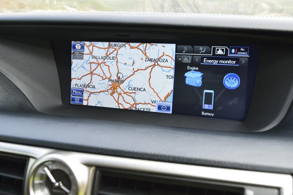 Der Bildschirm bietet auch Infos zum Antrieb