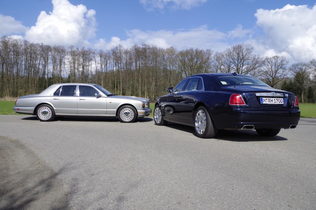 """Der Rolls-Royce Silver Seraph war erst das zweite Modell der Marke mit V12-Motor,  nach dem Phantom III und gar die erste mit einem Zwölfzylinder ausgestattete """"kleine"""" Baureihe."""