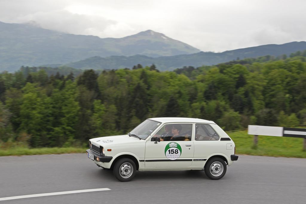 Der Suzuki Alto schlägt sich tapfer so lange es nicht allzu steil hinauf geht.