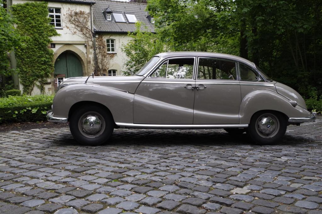 Die BMW 501/502-Baureihe, im Volksmund auch Barockengel genannt, verkörpert 50er-Schick pur.