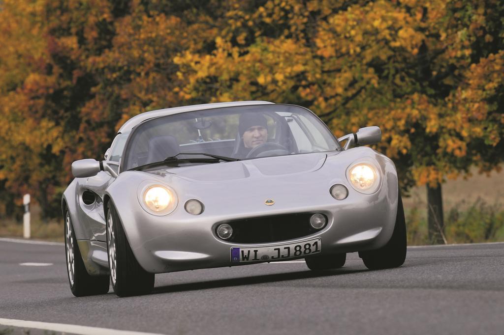 Die Lotus Elise definiert sich über das, was sie nicht hat. Dem britischen Roadster fehlen ABS, ESP, Servolenkung, Geräuschdämmung, Sonnenblenden, Handschuhfach und jede Form von Alltagstauglichkeit