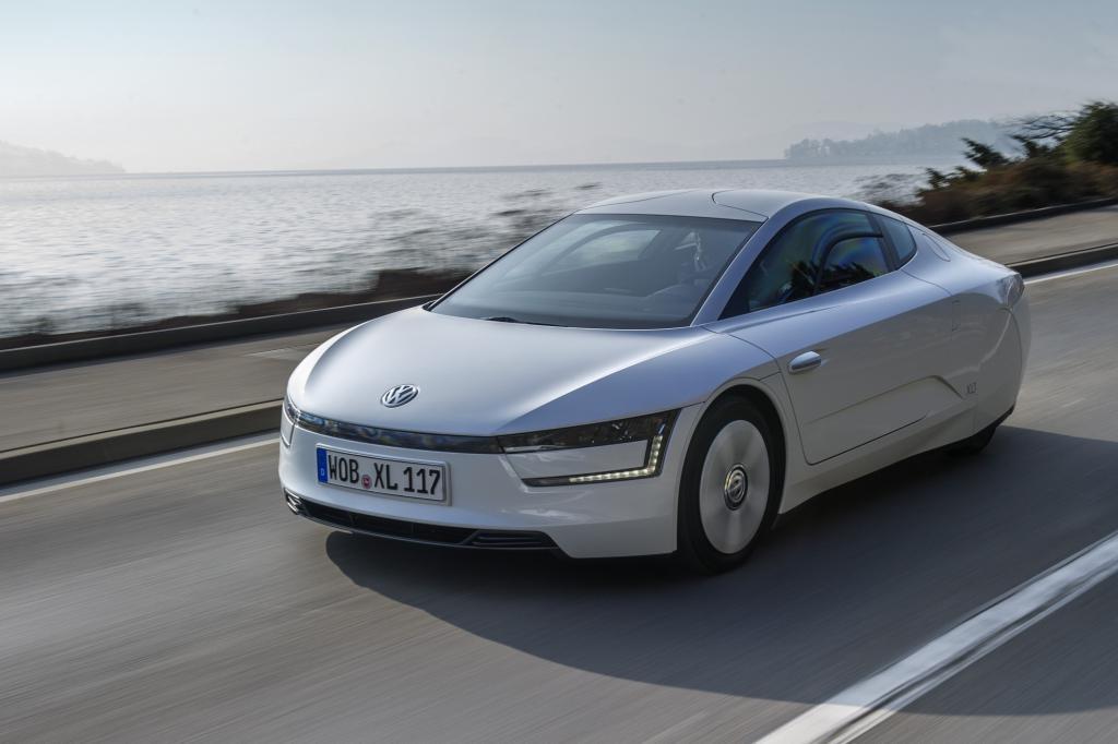 Die aerodynamische Zigarrenform hat auch im Serienbau Einzug gehalten - hier beim VW XL1