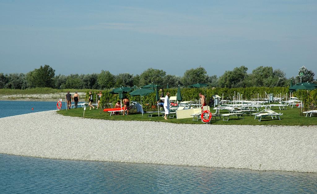 Die angeschlossene Therme verfügt sogar über einen eigenen Strand