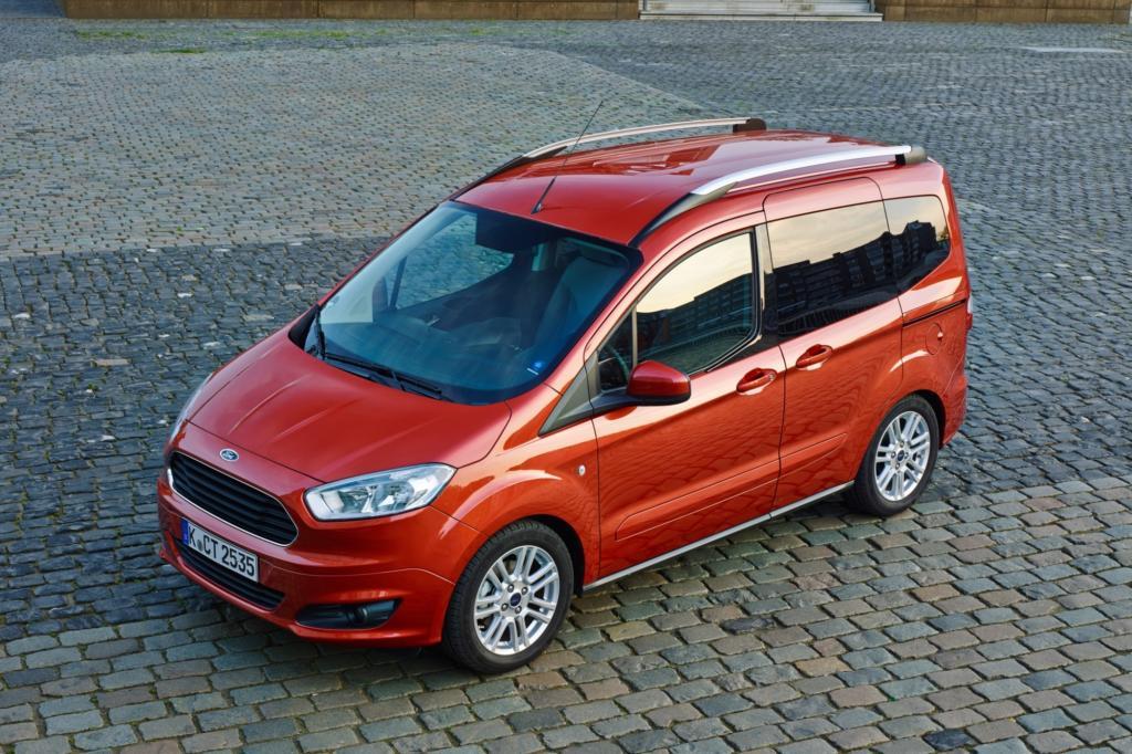 Ebenfalls im Juni steht die vierte Generation des kompakten Kastenwagens Tourneo Courier zu Preisen ab 15.150 Euro bei den deutschen Ford-Händlern.