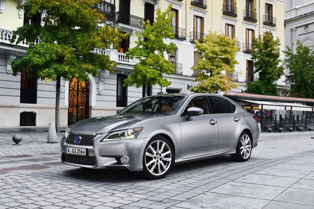 Ein GS 300h mit Basisausstattung kostet mindestens 45.300 Euro