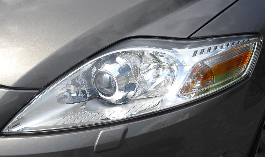 Ford Mondeo: Moderne Leuchteinheit vorn.