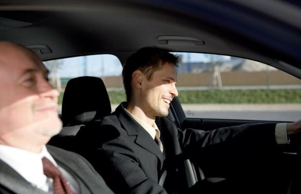 Hilfe statt Heimsuchung: Beifahrer im Auto