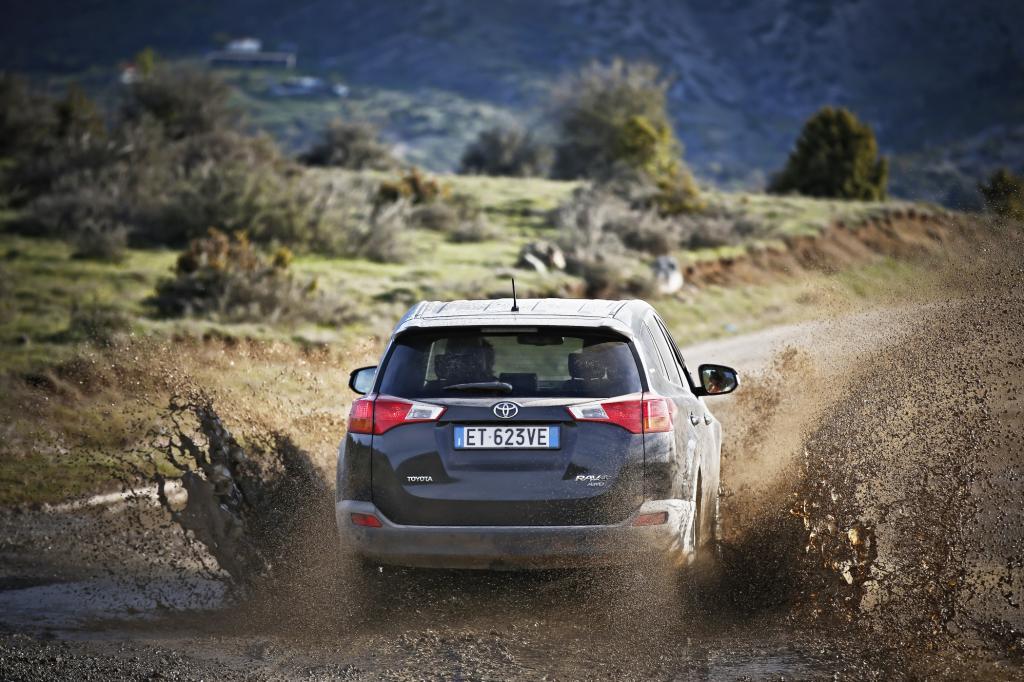 Jenseits der touristischen Wege warteten Sektionen aus dem Roadbook der Welt-Rallyemeisterschaft (WRC) auf den asphaltverwöhnten SUV.