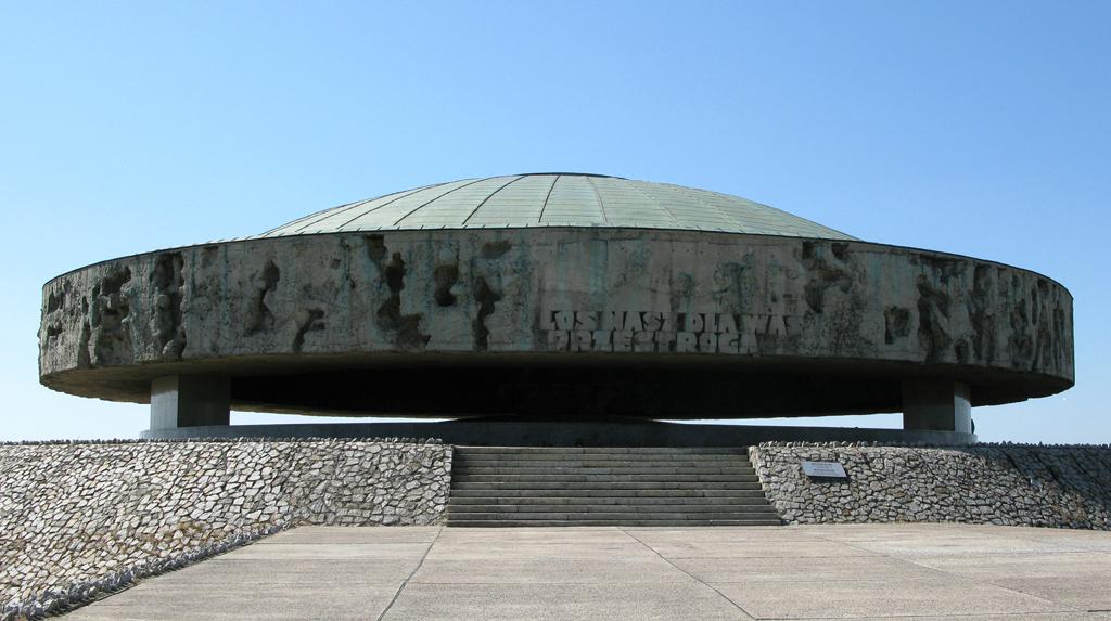 Mausoleum in Majdanek.