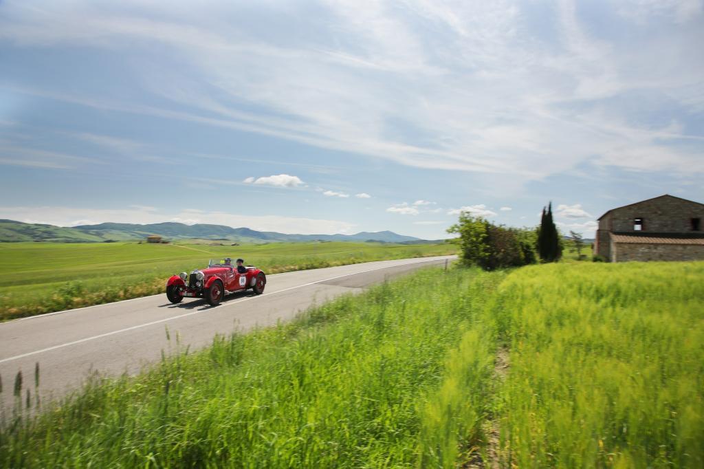 Mehr als 450 Fahrzeuge waren gemeldet, darunter die Startnummer 88, ein Aston Martin Le Mans von 1933