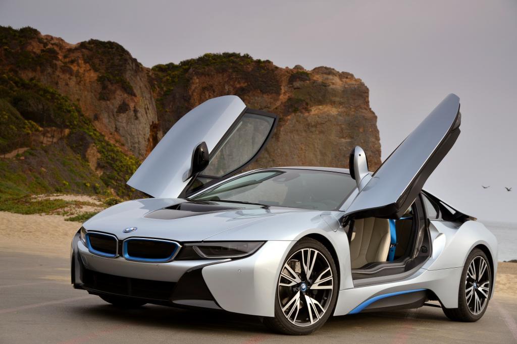 Nach seiner Weltpremiere auf der IAA im vergangenen Jahr ist der elektrische Sportwagen BMW i8 jetzt erhältlich.