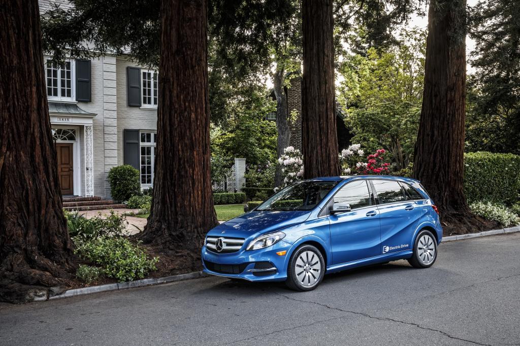 Noch halten sich die Mercedes-Manager mit einer konkreten Preisvorstellung für ihre elektrische B-Klasse zurück