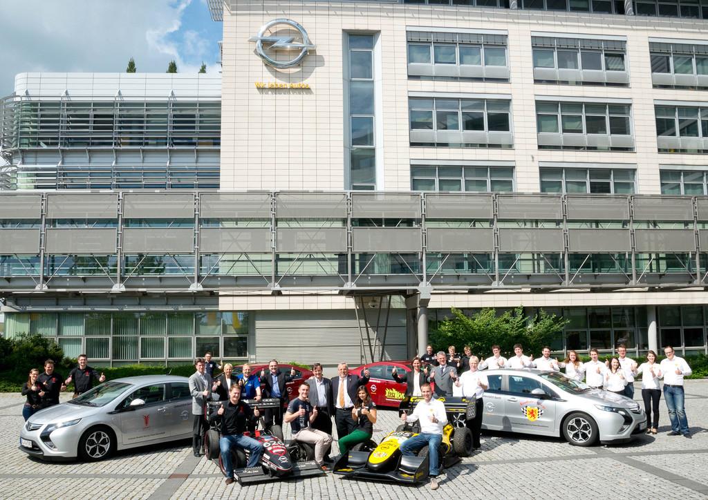 Opel übergibt vier Ampera an Formula-Student-Teams