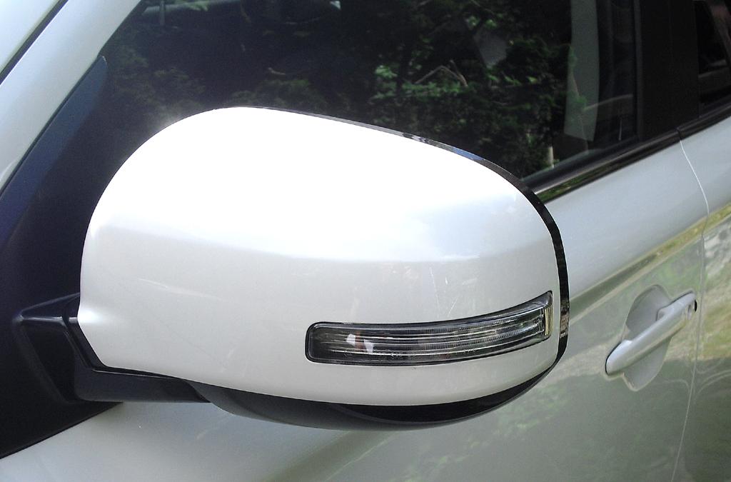 Outlander Plug-in-Hybrid: In die Außenspiegel sind Blinkleisten integriert.