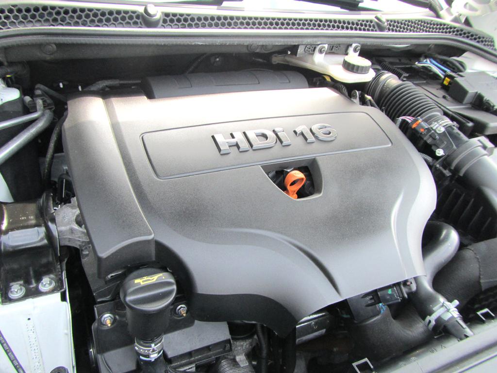 Peugeot RCZ: Blick auf den 2,0-Liter-Vierzylinder-Selbstzünder.