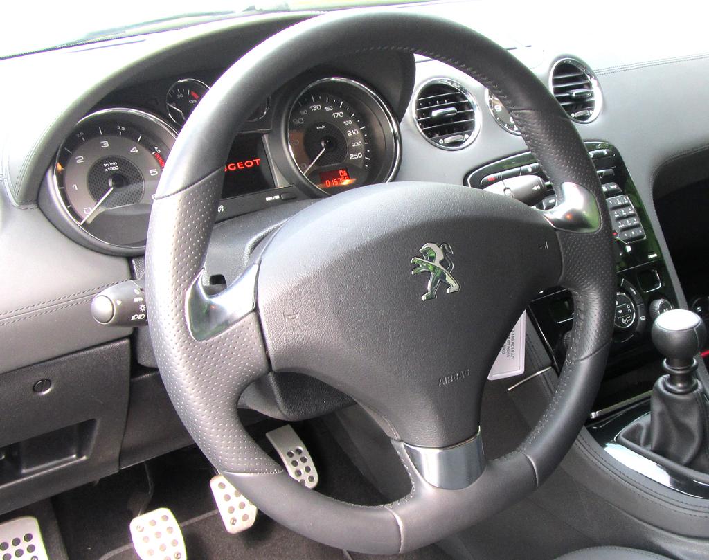 Peugeot RCZ: Blick ins Cockpit.