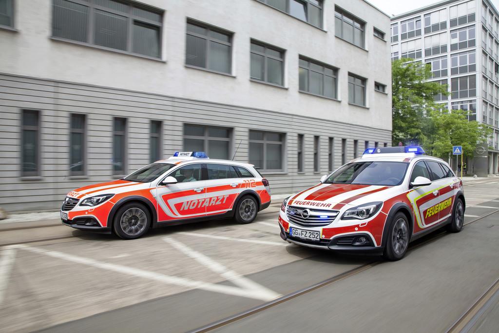 Rettmobil 2014: Opel zeigt Country Tourer als NEF