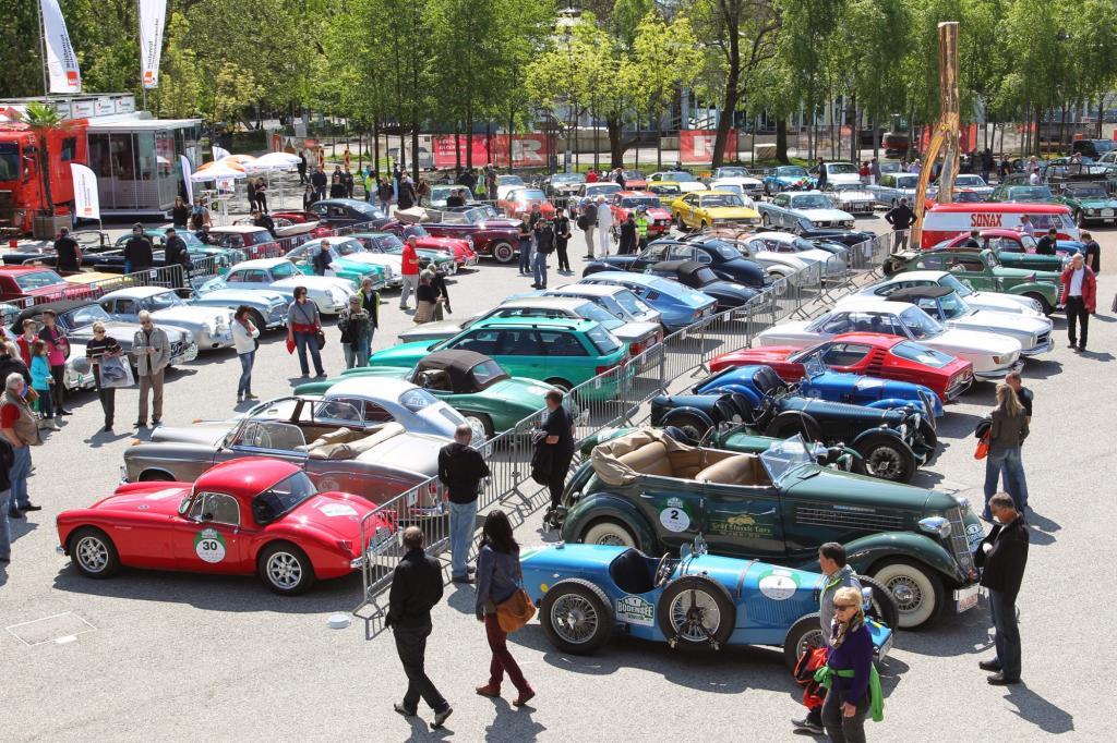 Sehr viel Schönes auf sieben Jahrzehnten Automobilgeschichte können die Besucher vor dem Festspielhaus in Bregenz bewundern