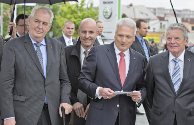 Staatspräsident Zeman und Bundespräsident Gauck zu Gast bei Skoda