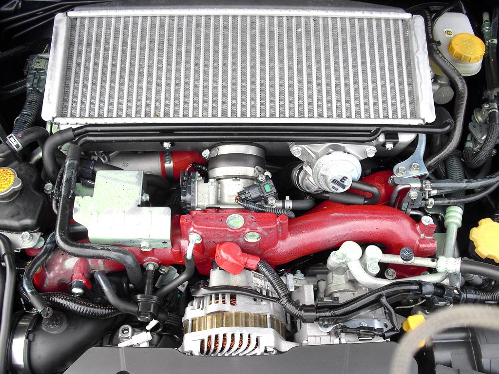 Subaru WRX STI: Blick auf den 2,5-Liter-Vierzylinder-Boxerturbo mit 221/300 kW/PS.