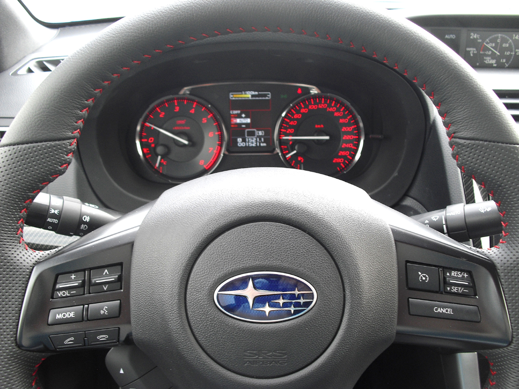 Subaru WRX STI: Blick ins nüchtern-funktionelle Cockpit.