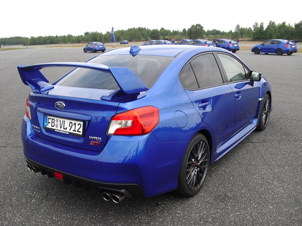 Subaru WRX STI: Moderne Leuchteinheit hinten mit Marken- und Allradschriftzug.